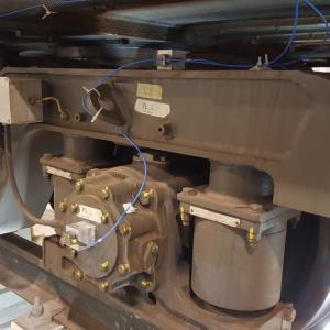 Train weel vibration accelerometer